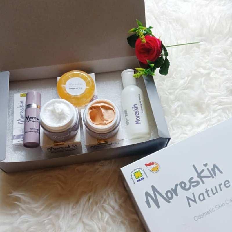 Isi Paket Moreskin Nature Nasa